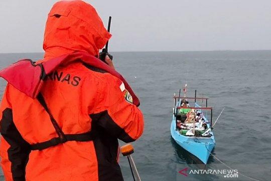 Mesin kapal mati, Basarnas evakuasi lima nelayan