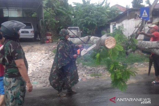 Kepala Dinkes: Layanan medis di Puskesmas Waru tak terganggu banjir