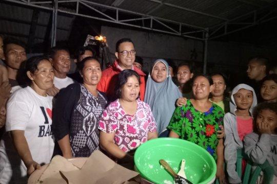 Pengungsi banjir kelurahan Bangka Jaksel senang dikunjungi Anies