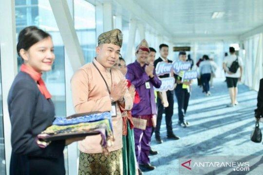 Tari Bedincak sambut kedatangan perdana di Bandara Depati Amir 2020