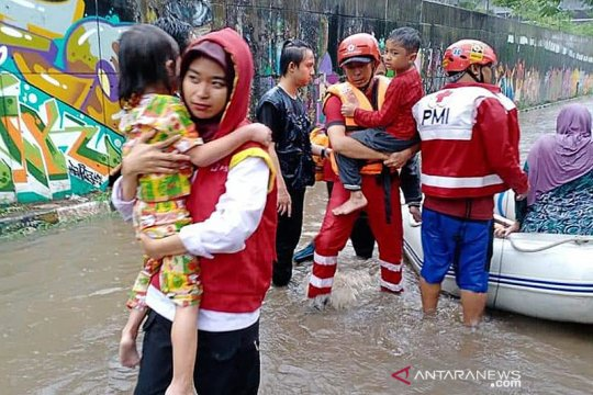 PMI kerahkan 400 lebih personel ke daerah banjir Jabodetabek