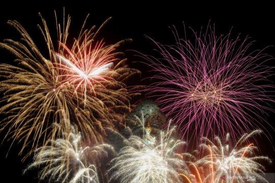 Kembang api warnai pergantian tahun di Patung Garuda Wisnu Kencana