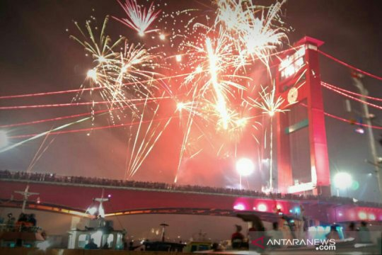Polisi larang warga di tengah jembatan ampera saat pergantian tahun