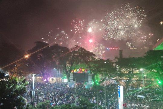 Warga Medan padati Lapangan Merdeka sambut tahun baru