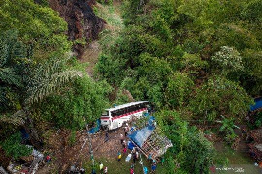 Kecelakaan bus masuk jurang di Nagreg
