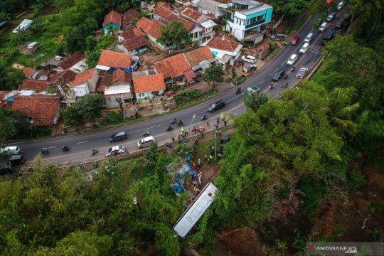 Satu bus terperosok ke jurang di Nagreg, Kabupaten Bandung