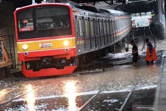 Banjir Jakarta, KA jarak jauh dari Daop 1 alami keterlambatan