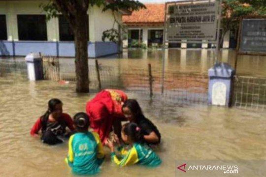 Legislator minta Kemendikbud lakukan pendataan sekolah terendam banjir
