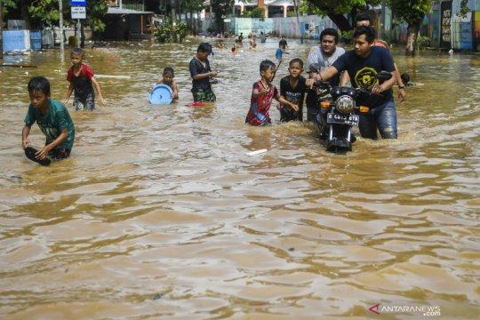 Banjir Jakarta, Anies pastikan bantuan air bersih tersalurkan