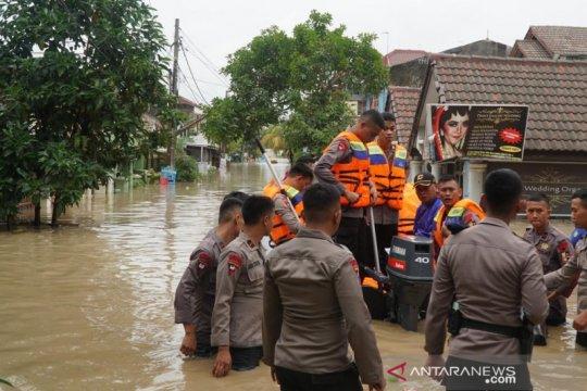 Tujuh orang meninggal dunia akibat banjir dan longsor di Jawa Barat