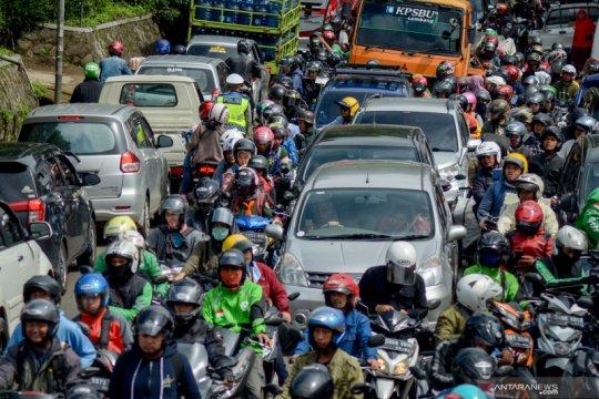 Kepadatan kendaraan di Lembang akibat arus balik liburan tahun baru