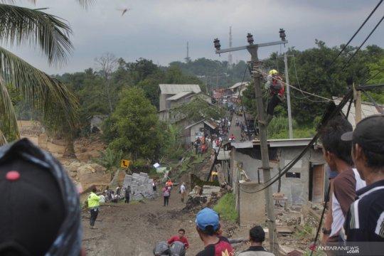 3.806 gardu distribusi listrik terdampak banjir telah dinyalakan