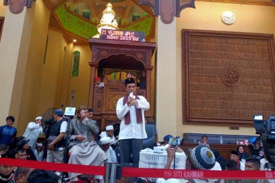 Ustadz Abdul Somad tausiah di Masjid Baiturrahmah, jamaah membludak