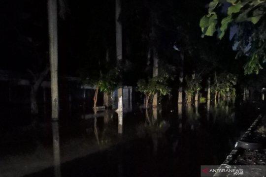 Perumahan Green Ville Jakbar masih terendam banjir dan listrik padam