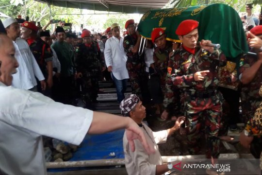 Ribuan orang ikuti prosesi pemakaman Yunahar Ilyas di Karangkajen