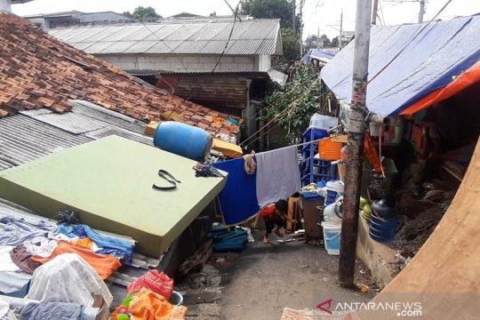 Warga terendam banjir di Kedoya butuh bantuan sembako dan air bersih