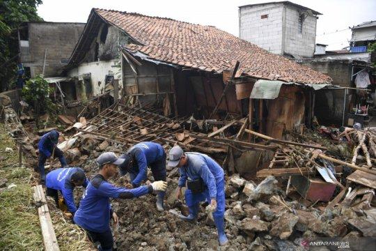 BPBD imbau warga bantaran Sungai Pesanggrahan waspada banjir