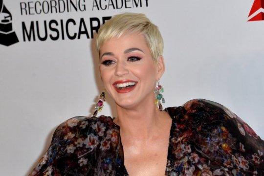 """Kemarin, Katy Perry tunda pernikahan sampai bahaya """"hand sanitizer"""""""