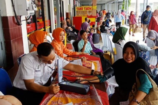 Puluhan penumpang di Stasiun Kediri dapat layanan kesehatan gratis
