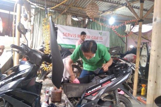 Dompet Dhuafa layani perbaikan motor dan handphone gratis