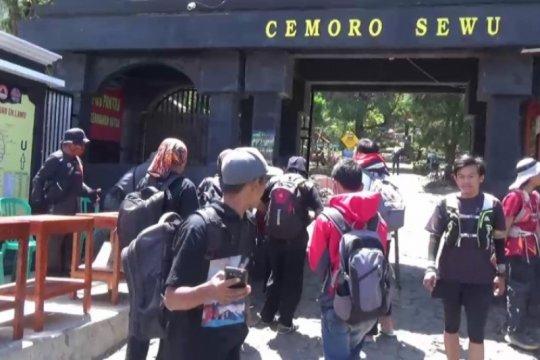 Petugas tutup sementara jalur pendakian Gunung Lawu dari Magetan