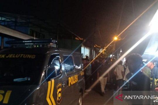 Polisi selidiki kematian warga Surabaya di kamar kos