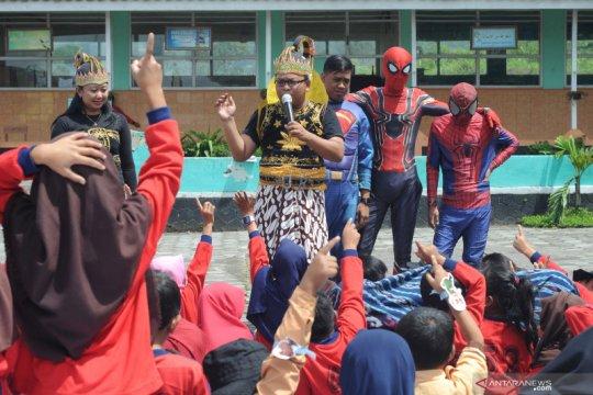Super hero mendongeng