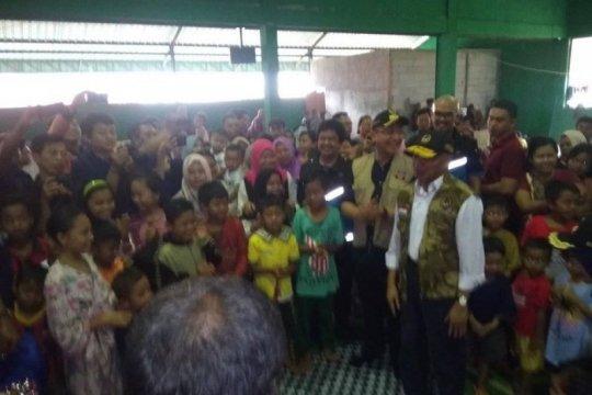 Anak-anak korban bencana di Lebak harus tetap belajar, kata Menko PMK