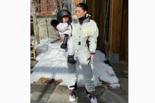 Kylie Jenner segera rilis merek baru untuk anaknya, Stormi Webster