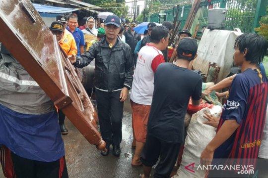 Banjir surut, Wali Kota Jakbar pimpin gerebek sampah dan lumpur