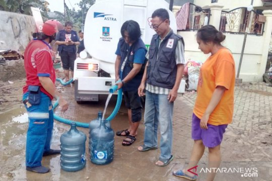 PMI salurkan air bersih untuk korban banjir di Tangerang dan Bekasi