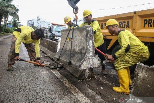 Ikut kerja bakti, Sekda kasih jam ke warga Kampung Makasar