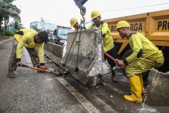 Perbaikan jalur TransJakarta
