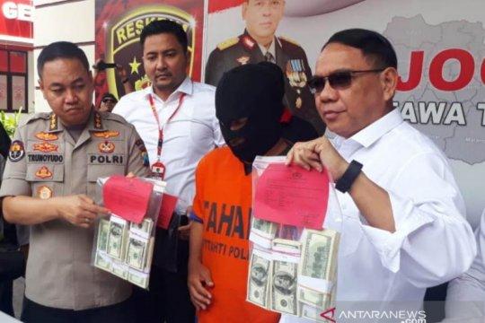 Polda Jawa Timur ungkap peredaran uang dolar AS palsu