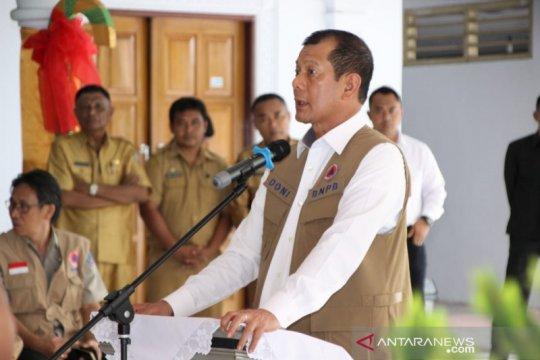 Kepala BNPB serahkan bantuan bencana di Sangihe