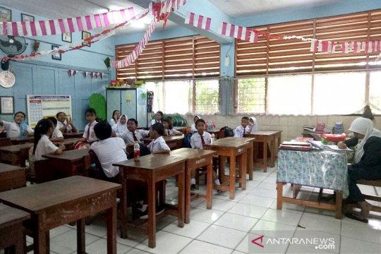 Hari pertama kegiatan sekolah di Pasar Baru kondusif