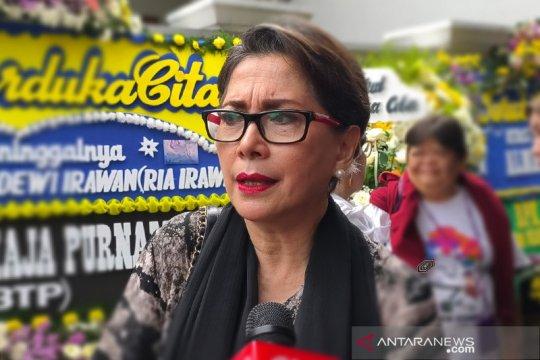 Ria Irawan meninggal, Widyawati: Mungkin ini yang terbaik
