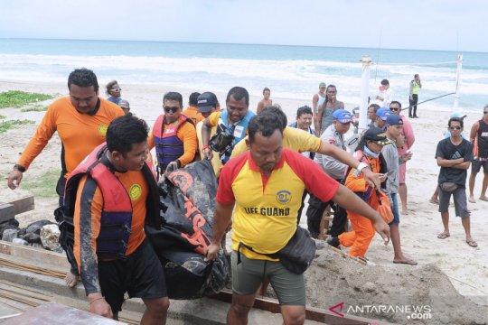 Evakuasi wisatawan asing tenggelam