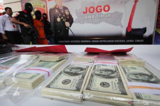 Ungkap peredaran uang dolar AS palsu di Jatim