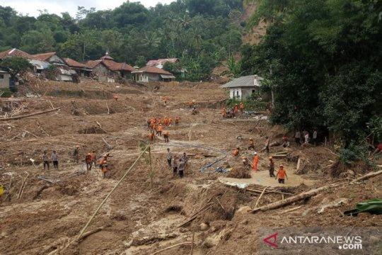 Tiga korban longsor di Sukajaya Bogor belum ditemukan