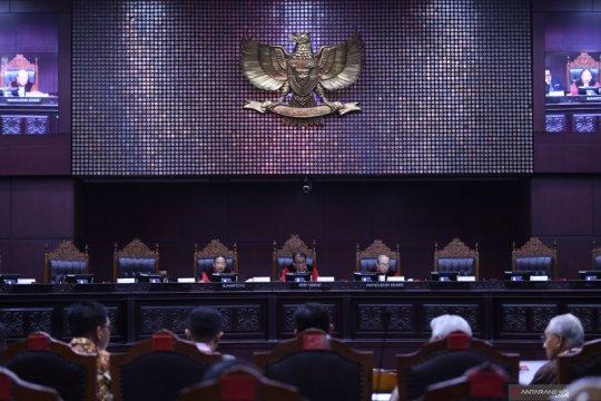 Hakim konstitusi soroti Agus Rahardjo dkk mengaku bagian eksekutif