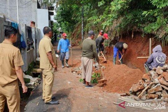 Pemkot Tangsel perbaiki sembilan turap jebol usai banjir