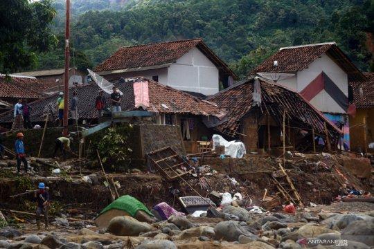 Bantuan perbaikan rumah korban banjir di Lebak