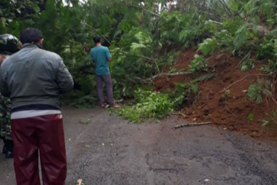 BPBD: Longsor menutup ruas jalan provinsi di Banjarnegara