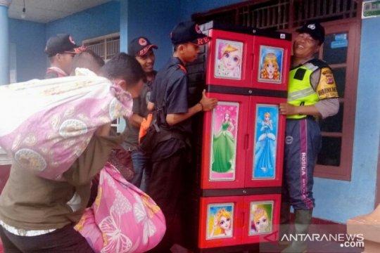 Pergerakan tanah meluas, warga kampung di Sukaresmi-Cianjur diungsikan