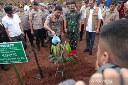 Kapolri luncurkan program penanaman pohon mencegah banjir longsor