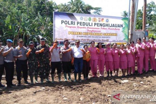 Di lokasi bencana banjir Kabupaten Sangihe ditanami ribuan pohon