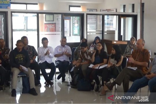 USAID-PMI tinjau program kesiapsiagaan gempa bumi di Sukabumi