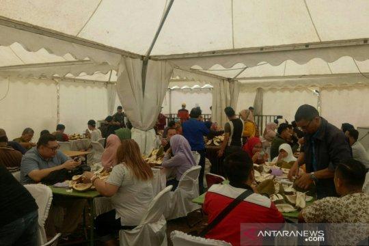 Ratusan buah durian langsung ludes begitu festival buah Sumsel dibuka