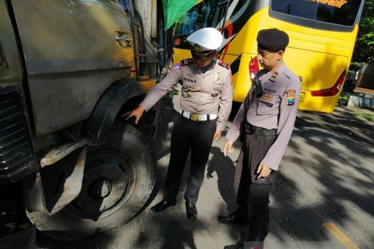 Polisi selidiki kecelakaan yang menewaskan dua sopir truk di Jember